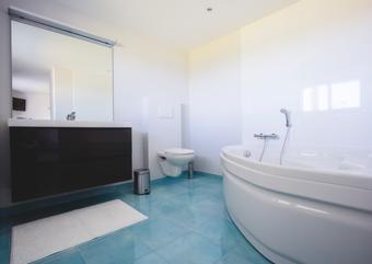 La salle de bains attenante à la chambre