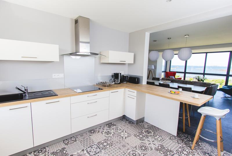 la cuisine quipe with cuisine bord de mer. Black Bedroom Furniture Sets. Home Design Ideas